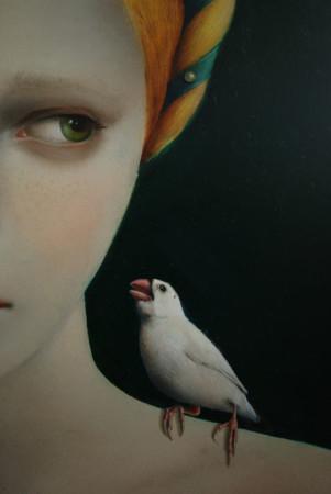 """""""Złota z białym ptaszkiem"""", detal"""